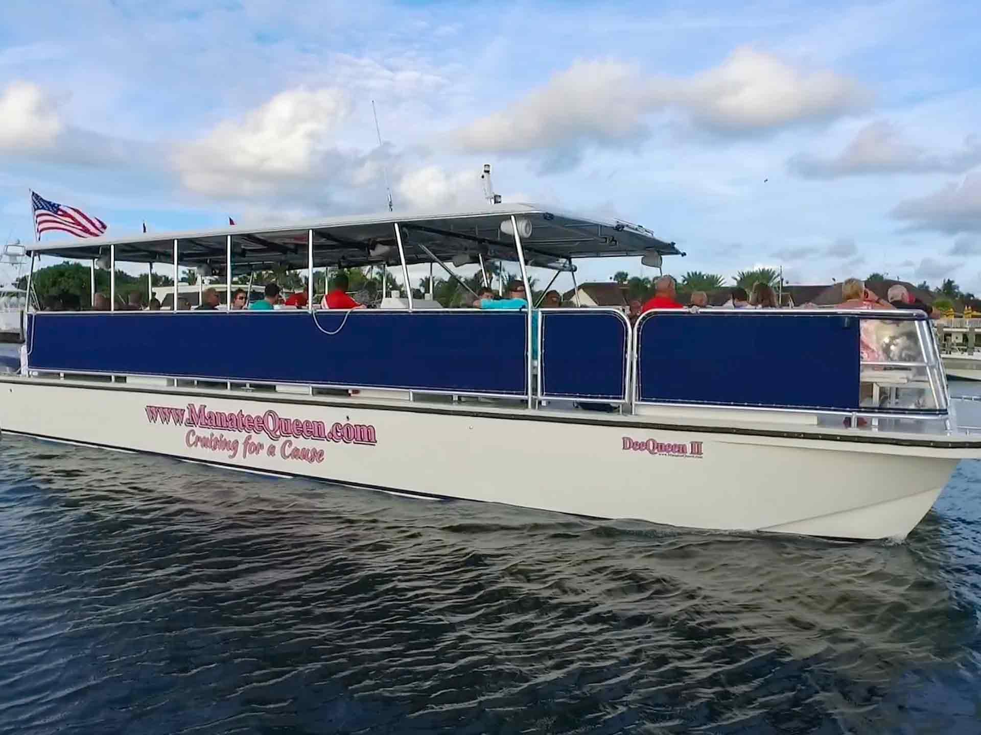 Dee Queen II catamaran on a cruise